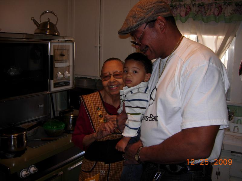 Moms-Christopher-Mervin-Xmas2009